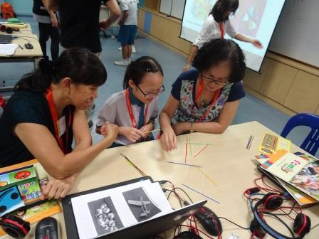 Pupil enjoyed learning from the senior citizens about their favourite past time.JPG