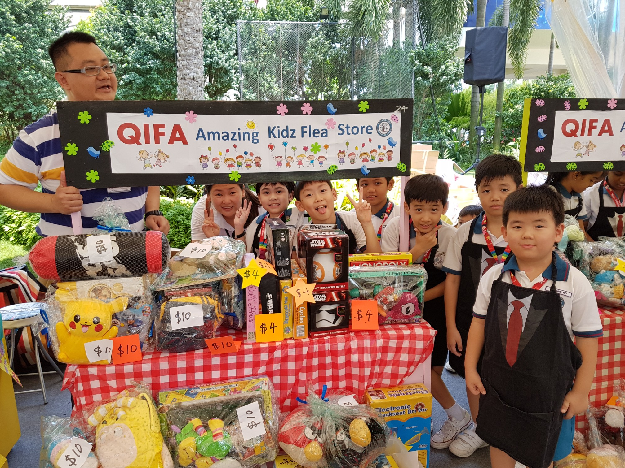 Pupils raising funds during Sentosa KidzFlea.jpg
